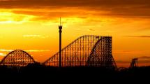 Colossos bei Sonnenuntergang (c) Heide Park Resort