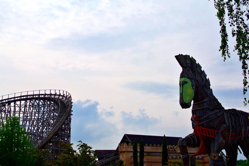 Troy (c) Christopher Hippe/ThemePark Central