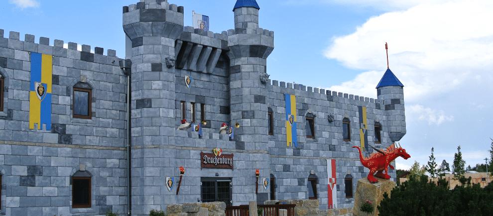 Die Drachenburg im Legoland Deutschland (c) Christopher Hippe / ThemePark Central
