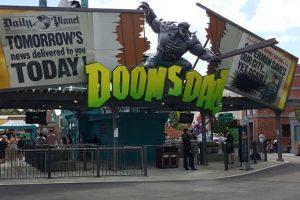 """Eingangsbereich """"Doomsday Destroyer"""" in der Warner Bros. Movie World (c) Nikki from the Adventures of Theme Park Girl"""