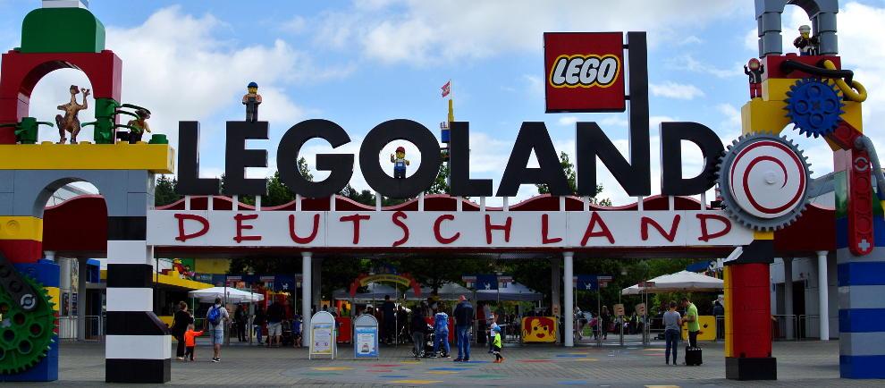 Eingangsbereich vom Legoland Deutschland (c) Christopher Hippe / ThemePark Central