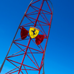 """Red Force"" und die ""Thrill Tower"" (c) Ferrari Land"