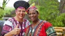 Spitzenköchinnen im Einsatz: Anita Roux (links) und Maggie Sekepane (c) Europa-Park