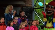 Silke Fischer präsentiert den neuen Plohni Song (c) Maik Rimpl/ThemePark Central