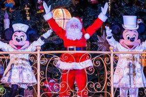 Feier zusammen mit dem Weihnachtsmann und deinen Disney Helden zauberhafte Weihnachten. (c) Disneyland Paris