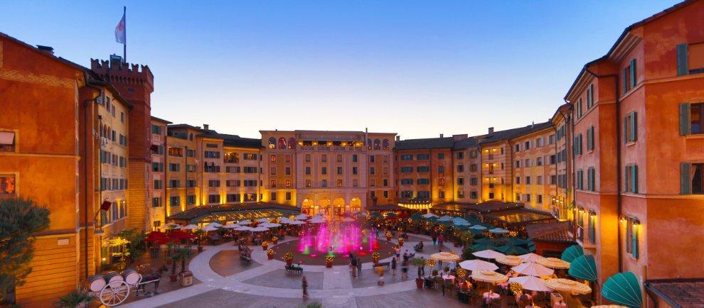 "Die Piazza vom Europa-Park Hotel ""Colosseo"""