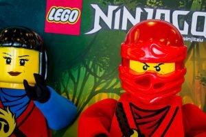 Nya und Kai in Ninjago World (c) Legoland Windsor
