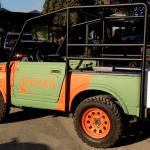 So sehen die Jeeps der Attraktion aus, welche die Besucher nach Pangea bringen (c) Movieland Park