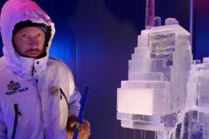 Live-Schnitzen mit Andrius Petkus in der 15. Eiswelt Rövershagen © Karls Erlebnis-Dorf