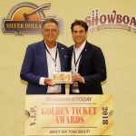 """Roland und Thomas Mack nehmen den begehrten """"Golden Ticket Award"""" für den besten Freizeitpark weltweit entgegen. © Europa-Park Resort"""