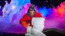 Eisschnitzweltmeister Sergey Tselebrovskiy bei der Arbeit © Karls Erlebnis-Dorf