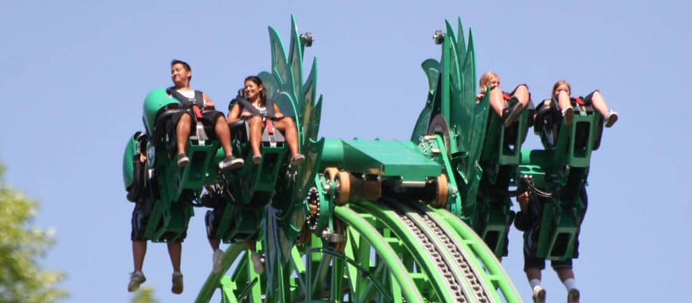 "Der ZacSpin Coaster ""Green Lantern: Final Flight"" in Six Flags Magic Mountain © Intamin"