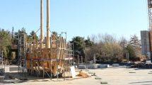Im PLAYMOBIL-FunPark tut sich was: Auf der Baustelle am Piratensee werden die ersten Teile des neuen Piratenschiffs zusammengesetzt. Am 8. Juni 2019 wird die neue Piratenwelt eröffnet. © Playmobil FunPark