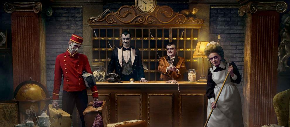 """Freundliches Personal wartet im """"Haunted Hotel"""" auf die Gäste © Rainbow Magicland"""