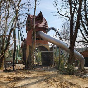 """Hier noch im Bau, wird der """"Räuberwald"""" zum Saisonstart für die Besucher zugänglich sein © Bayern Park"""