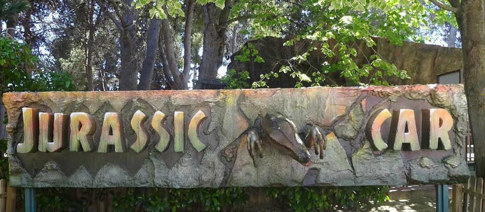 """Hier geht das Urzeit Abenteuerlos """"Jurassic Car"""" © Parque de Atracciones de Zaragoza"""