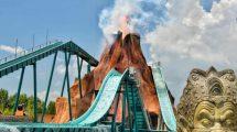 """Ein riesiger feuerspuckender Vulkan ragt über der Wasserbahn """"Nui Lua"""". © Rainbow Magicland"""