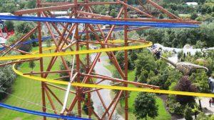 """Man sieht bereits die gelbe und blaue Schiene von """"The Sky Glider"""" © Tayto Park"""