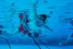 Auch unter Wasser in eine andere Welt eintauchen. Dies gelingt mit dem VR-Schnorcheln in der Therme Erding © Therme Erding