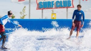 Pororoca, die neue Surf-Attraktion im Tropical Islands bietet Spaß und Training für Surfer und jene, die es werden wollen. © Tropical Islands