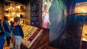 Spielerisch lernen die Besucher mehr über die Geschichten aus Eftelings Märchenwald © Efteling