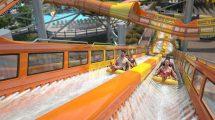 Orange/Gelb gehaltene Rutschen, auf der zwei Parteien gegeneinander rutschen. Auf dem Bild sieht man ein Beschleunigungssegment, bei dem die Boote bergauf beschleunigt werden.