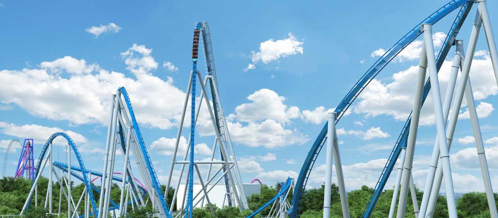 Die blaue Achterbahn schlängelt sich durch den Freizeitpark Kings Island