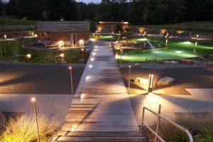 Mit vielen stimmungsvollen Lichtern erleuchtet der Saunabereich am Abend im Westfalenbad Hagen