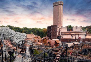 Klugheim und im Hintergrund Mystery Castle © Phantasialand