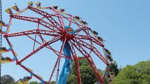 """Supergirl"" kommt nach Six Flags New England © Six Flags St. Louis"