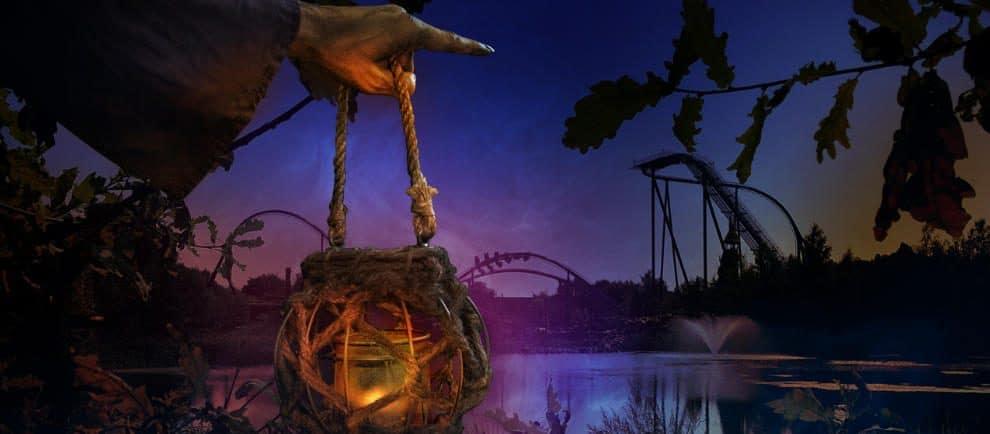 Böse Hexen erwarten die Besucher zu Halloween ©Toverland