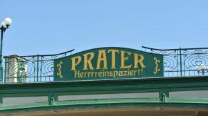 Das ikonische Eingangsschild vom Wiener Prater © ThemePark-Central.de / Annika Hippe