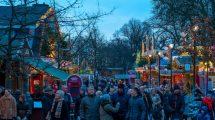 Erlebe den großen Weihnachtsmarkt im dänischen Freizeitpark © Bakken
