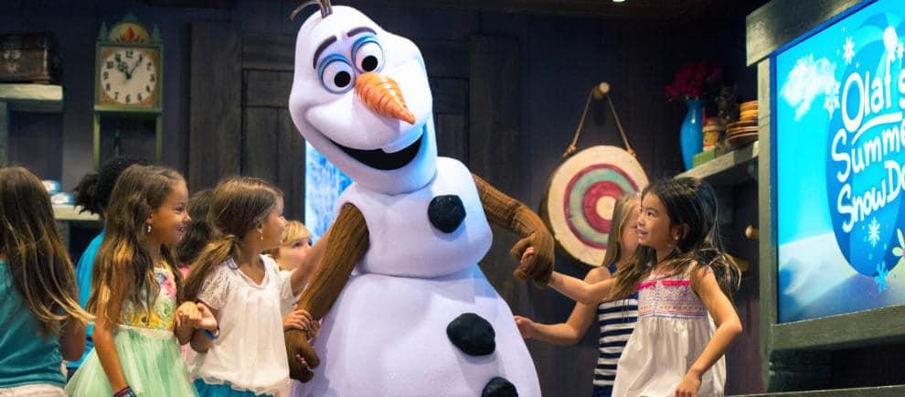 Unter anderem feiert Olaf mit den Besuchern eine große Party © Disneyland Paris