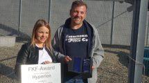 1. Vorsitzender des FKF Thorsten Eden übergibt den FKF-Award für Hyperion © Claudia Schulz