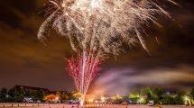 Großes Feuerwerk über den Dächern von Karls Erlebnis-Dorf Rövershagen © Karls Erlebnis-Dorf