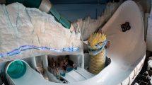 """Die Rutsche """"Vinter Rytt"""" führt einmal um die Meeresschlange """"Svalgur"""" herum. © Rulantica / Europa-Park Resort"""