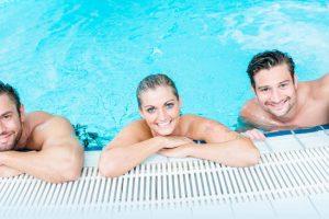 Im Freizeitbereich warten Rutschen und Entspannungsliegen auf die Badegäste © Schwimm-in Gevelsberg