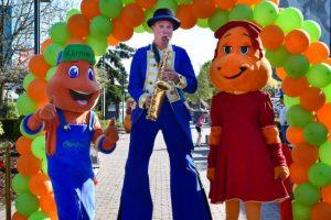 Entertainer Eddie und die Maskottchen Kernie und Kerna freuen sich auf die Saison 2020 in Kernie´s Familienpark © Wunderland Kalkar