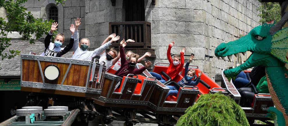 """Selbst mit Maske macht die """"Drachenjagd"""" einen großen Spaß! © Legoland Deutschland Resort"""