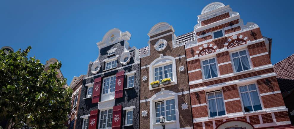 """Pünktlich zum Holländischen Fest erstrahlt der Themenbereich in neuem Glanz und die """"Piraten in Batavia"""" stechen endlich wieder in See. © Europa-Park Resort"""