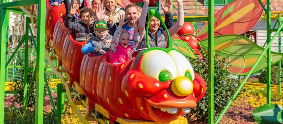 Spaß mit Freunden in Karls Erdbeer-Raupenbahn © Karls Erlebnis-Dorf