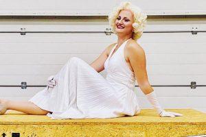 Auch Marilyn Monroe freut sich wie Bolle auf die Movie Park Germany Neuheit 2021 © Movie Park Germany