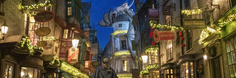 Einmal im Jahr verwandelt sich Diagon Alley in ein weihnachtliches Wunderland. © Universal Studios Orlando